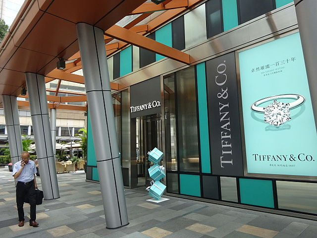 dae21ea58d333 Costco Owes Tiffany & Co. More Than $5.5 Million for Selling Counterfeit  Engagement Rings · Photo courtesy of Wikimedia Commons and Coreamyilsa Lim  (CC ...